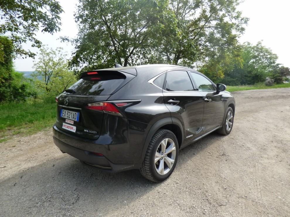 Lexus NX Hybrid 4WD Luxury: la prova su strada con prestazioni e consumi - Foto 27 di 36