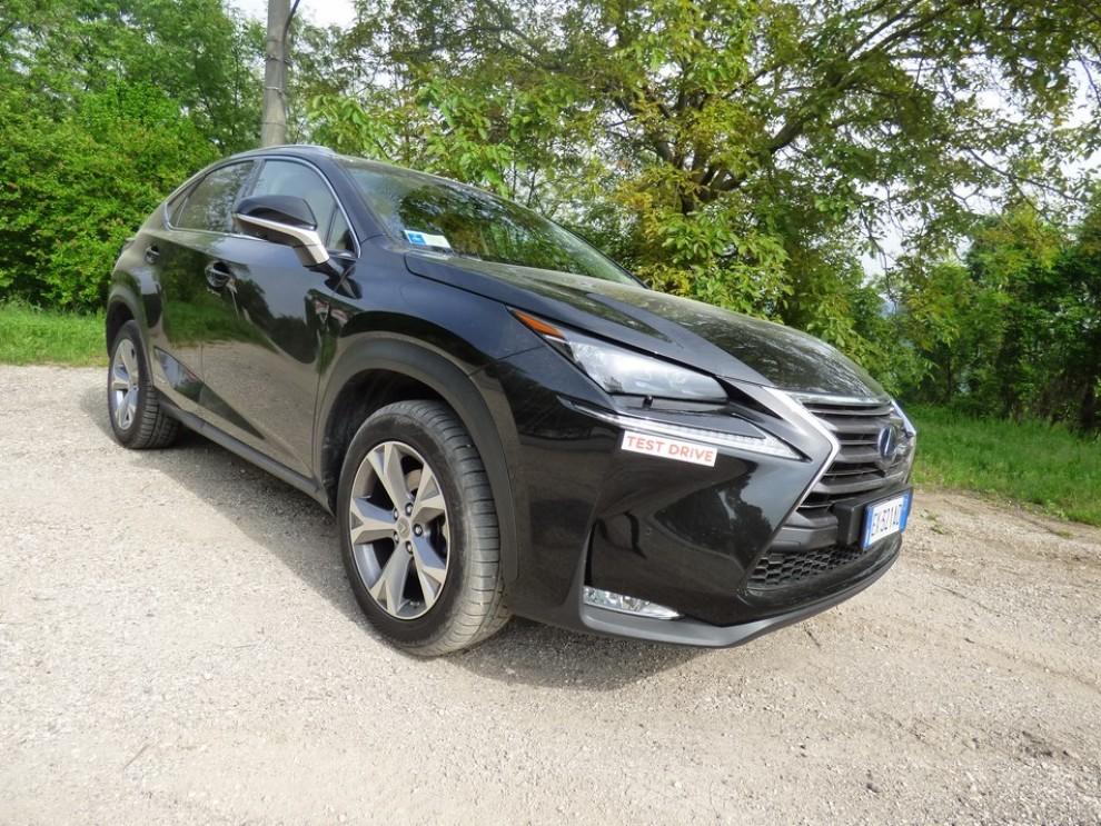 Lexus NX Hybrid 4WD Luxury: la prova su strada con prestazioni e consumi - Foto 28 di 36