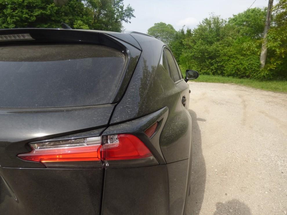 Lexus NX Hybrid 4WD Luxury: la prova su strada con prestazioni e consumi - Foto 30 di 36