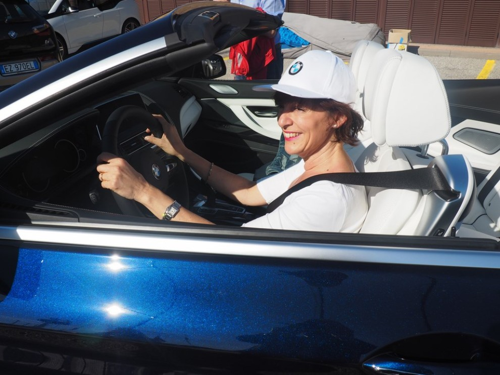 BMW Serie 6 restyling prova su strada, prezzi ed informazioni - Foto 10 di 21