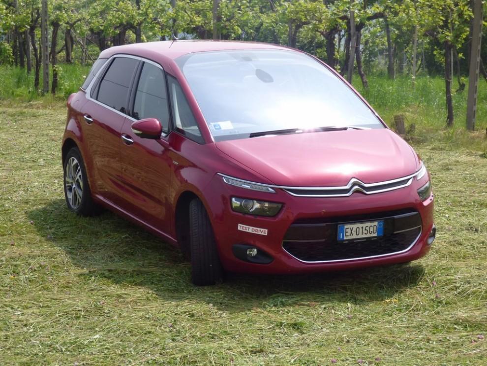 Citroën C4 Picasso 2.0 BlueHDi 150 Cv EAT6 Exclusive provata su strada da Infomotori - Foto 2 di 20
