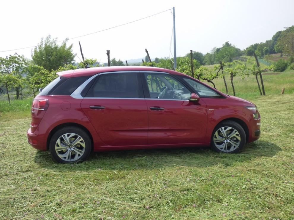 Citroën C4 Picasso 2.0 BlueHDi 150 Cv EAT6 Exclusive provata su strada da Infomotori - Foto 3 di 20