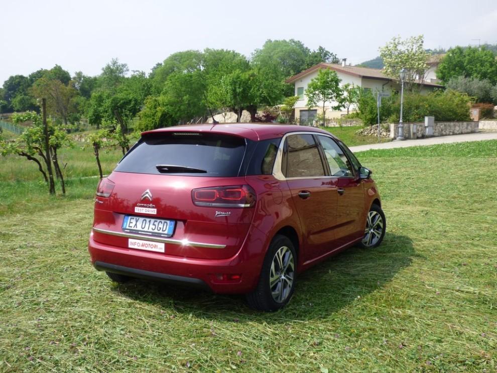 Citroën C4 Picasso 2.0 BlueHDi 150 Cv EAT6 Exclusive provata su strada da Infomotori - Foto 4 di 20