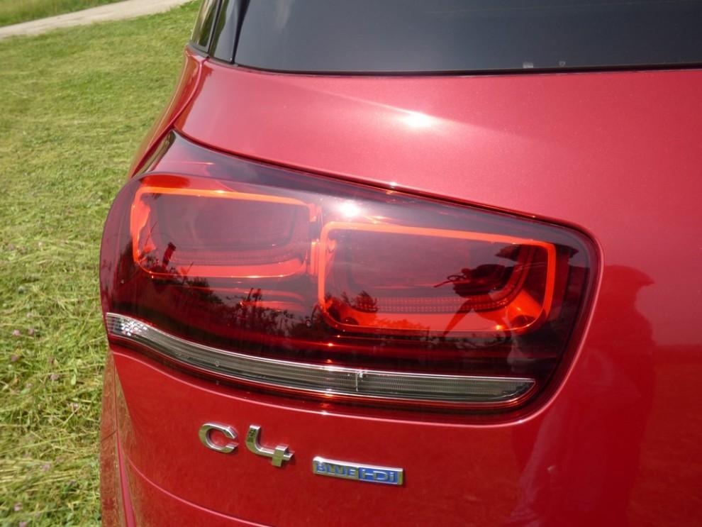 Citroën C4 Picasso 2.0 BlueHDi 150 Cv EAT6 Exclusive provata su strada da Infomotori - Foto 7 di 20
