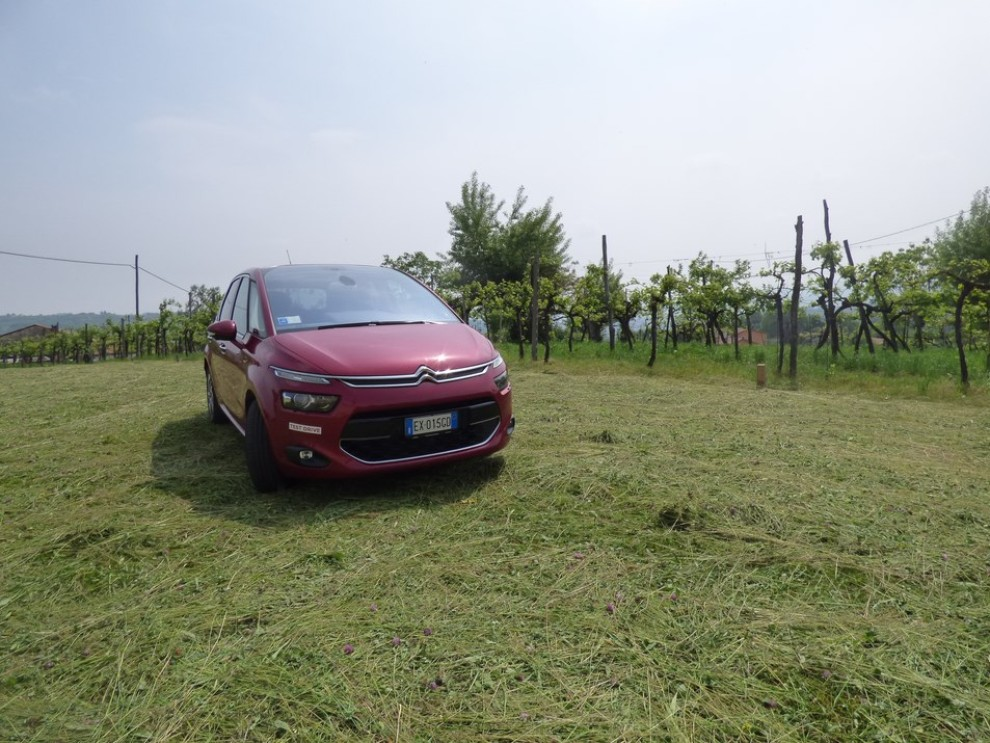 Citroën C4 Picasso 2.0 BlueHDi 150 Cv EAT6 Exclusive provata su strada da Infomotori - Foto 13 di 20