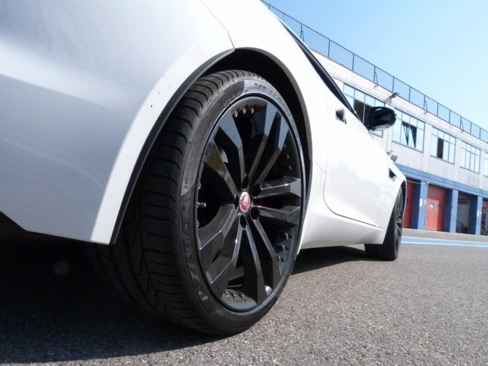 Jaguar F-Type S AWD provata in pista - Foto 21 di 58