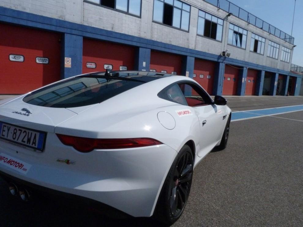 Jaguar F-Type S AWD provata in pista - Foto 43 di 58