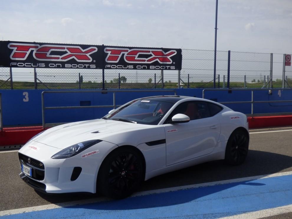 Jaguar F-Type S AWD provata in pista - Foto 45 di 58