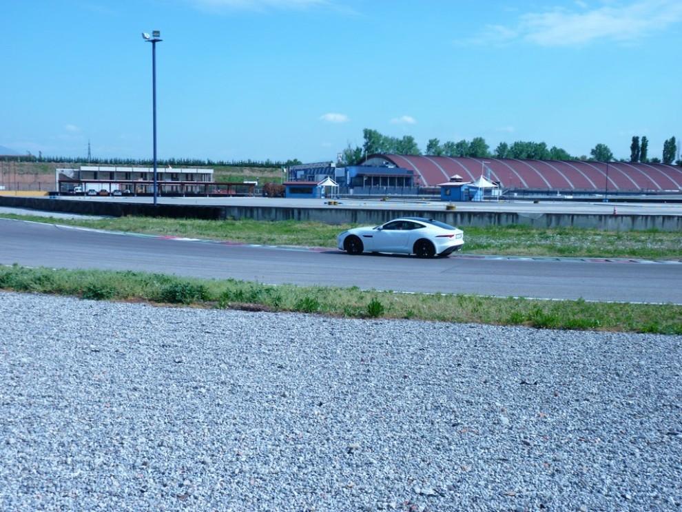 Jaguar F-Type S AWD provata in pista - Foto 46 di 58
