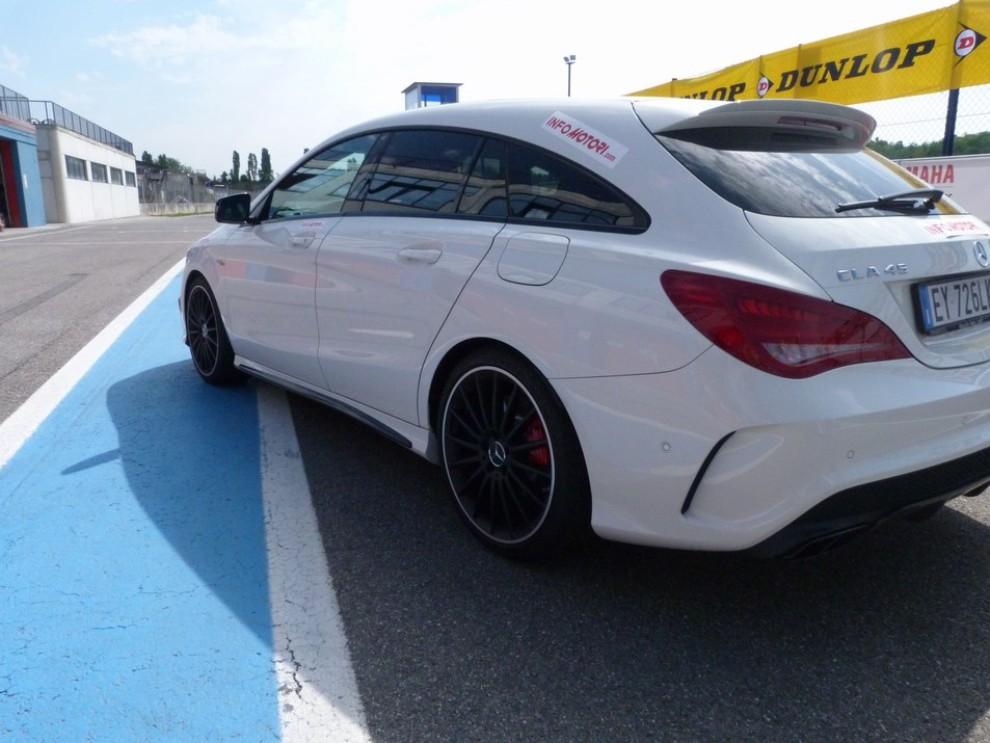 Mercedes CLA Shooting Brake 45 AMG la prova in pista - Foto 14 di 43