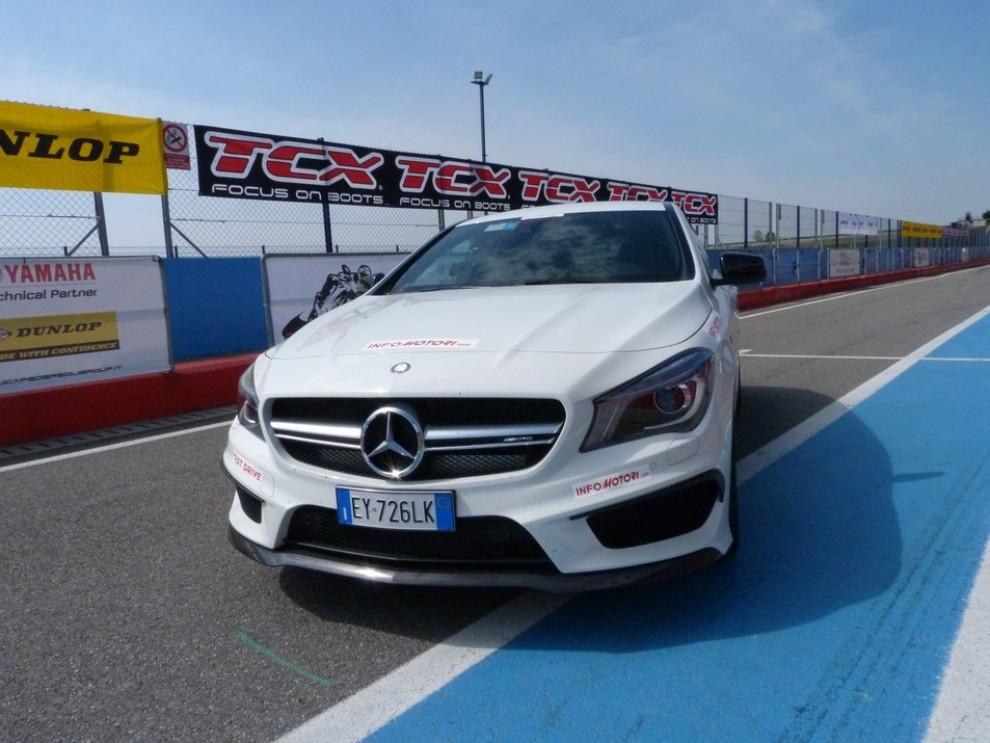 Mercedes CLA Shooting Brake 45 AMG la prova in pista - Foto 17 di 43