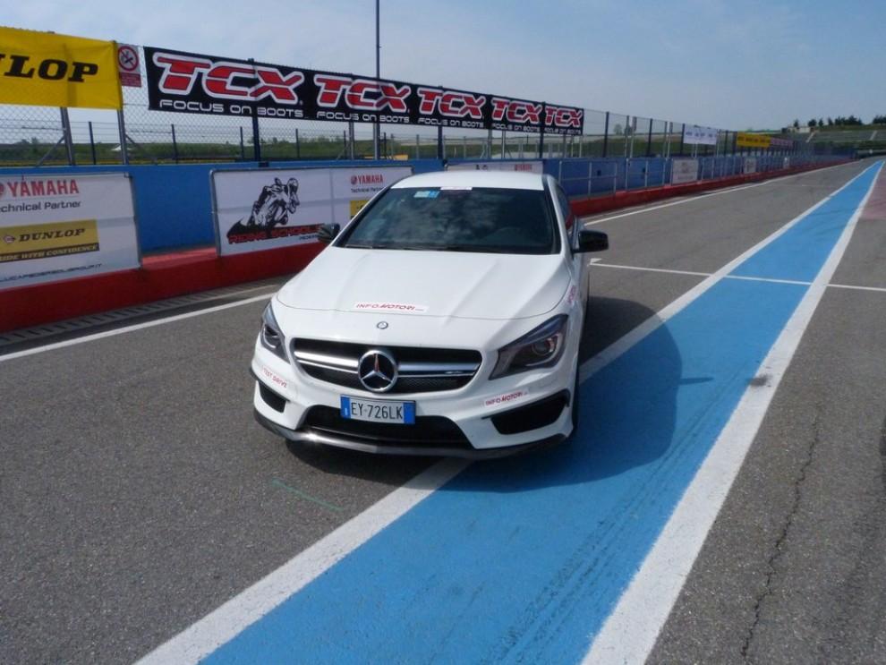 Mercedes CLA Shooting Brake 45 AMG la prova in pista - Foto 18 di 43