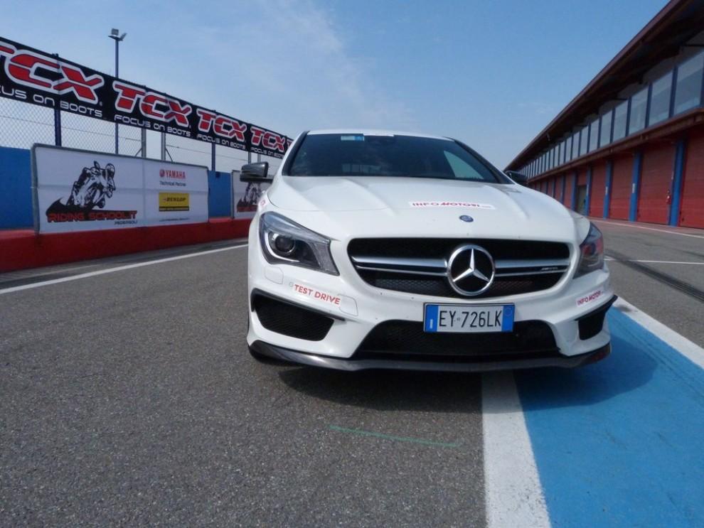 Mercedes CLA Shooting Brake 45 AMG la prova in pista - Foto 19 di 43