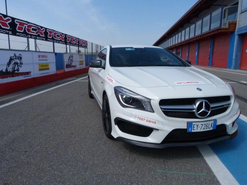 Mercedes CLA Shooting Brake 45 AMG la prova in pista - Foto 20 di 43