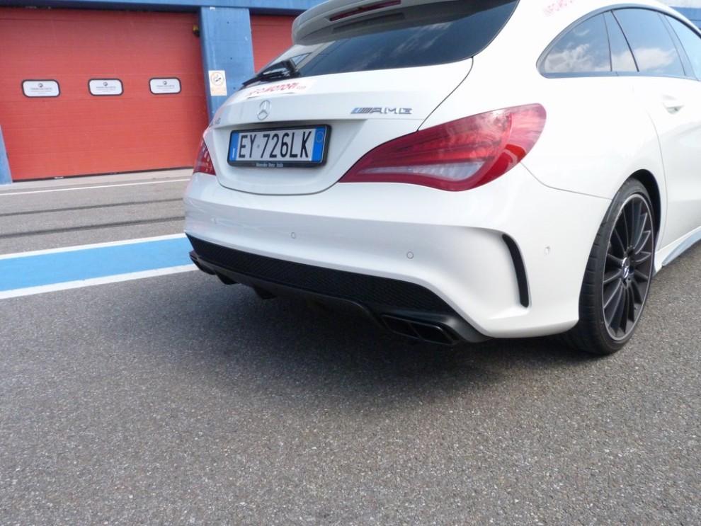 Mercedes CLA Shooting Brake 45 AMG la prova in pista - Foto 26 di 43