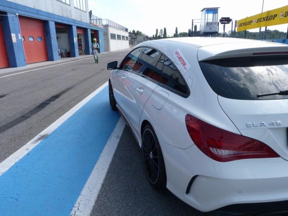 Mercedes CLA Shooting Brake 45 AMG la prova in pista - Foto 29 di 43