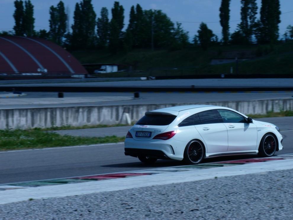Mercedes CLA Shooting Brake 45 AMG la prova in pista - Foto 31 di 43