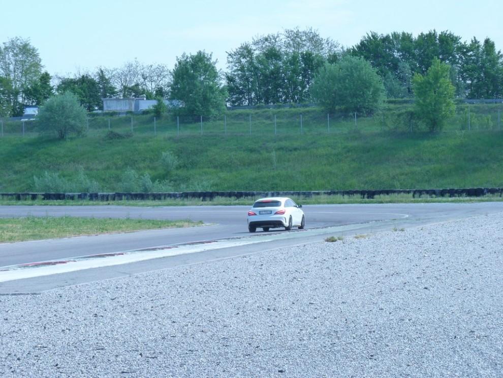 Mercedes CLA Shooting Brake 45 AMG la prova in pista - Foto 32 di 43
