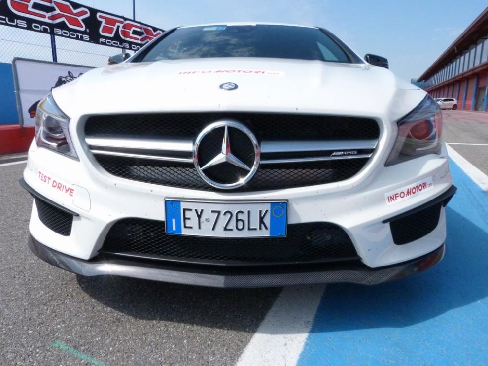 Mercedes CLA Shooting Brake 45 AMG la prova in pista - Foto 35 di 43