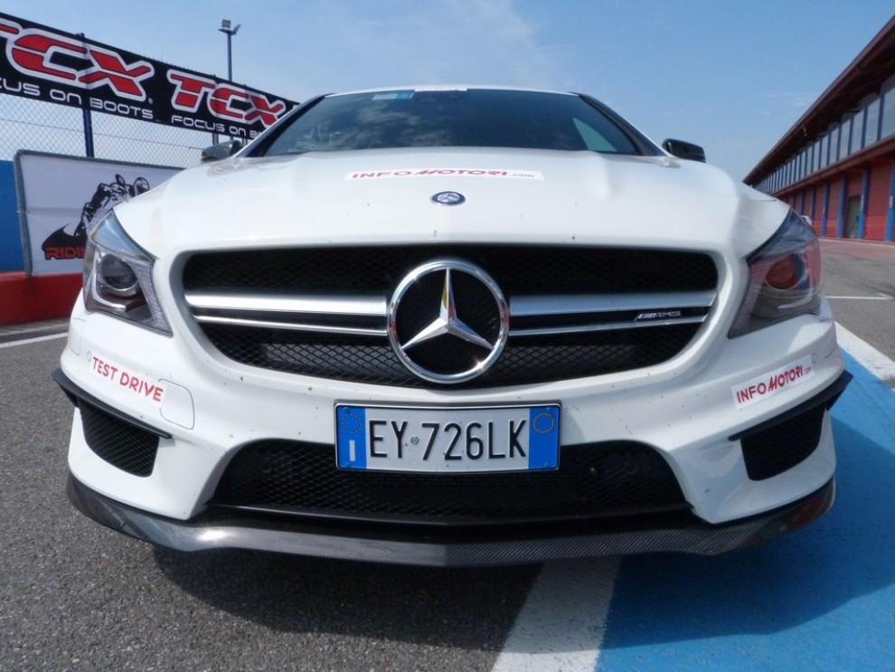 Mercedes CLA Shooting Brake 45 AMG la prova in pista - Foto 38 di 43