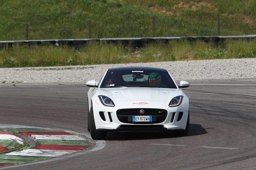 Jaguar F-Type S AWD provata in pista - Foto 12 di 58