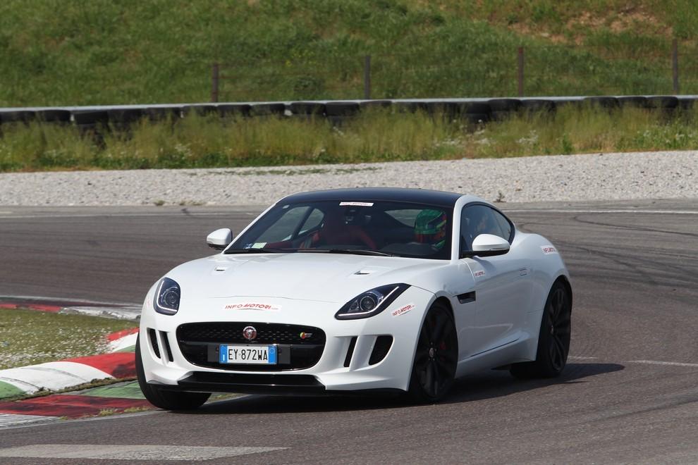 Jaguar F-Type S AWD provata in pista - Foto 13 di 58