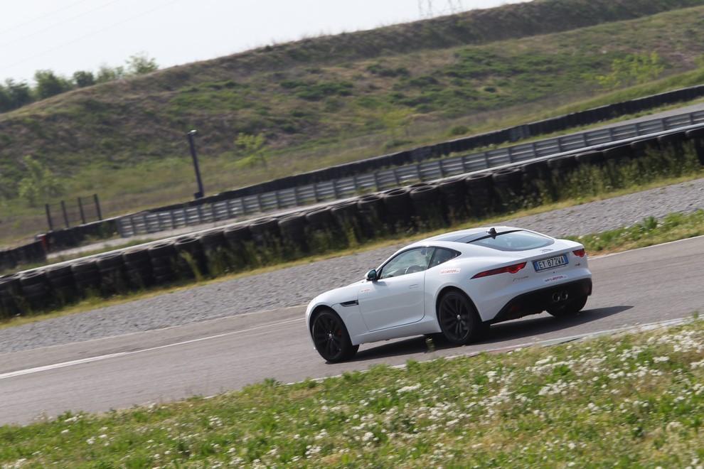 Jaguar F-Type S AWD provata in pista - Foto 14 di 58