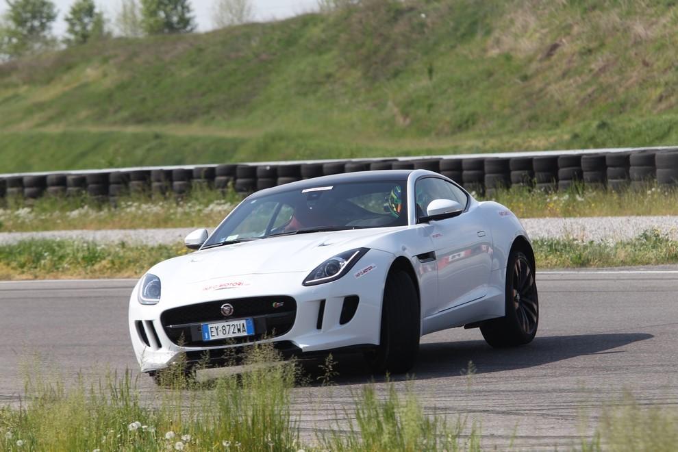 Jaguar F-Type S AWD provata in pista - Foto 2 di 58