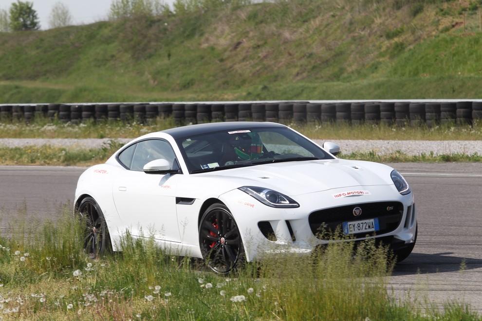 Jaguar F-Type S AWD provata in pista - Foto 3 di 58