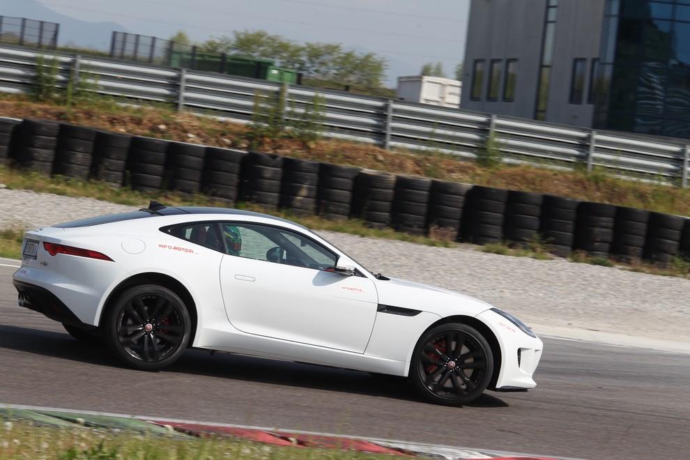 Jaguar F-Type S AWD provata in pista - Foto 4 di 58