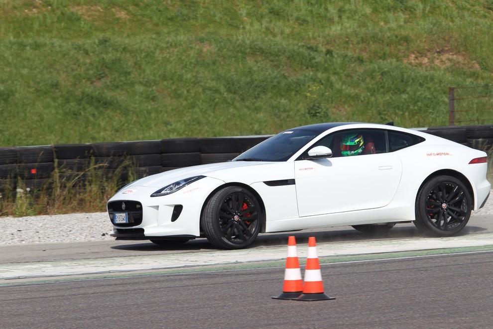 Jaguar F-Type S AWD provata in pista - Foto 6 di 58