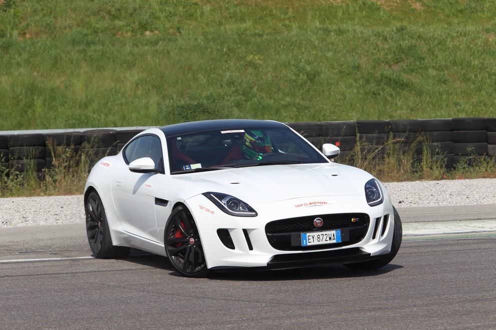 Jaguar F-Type S AWD provata in pista - Foto 8 di 58