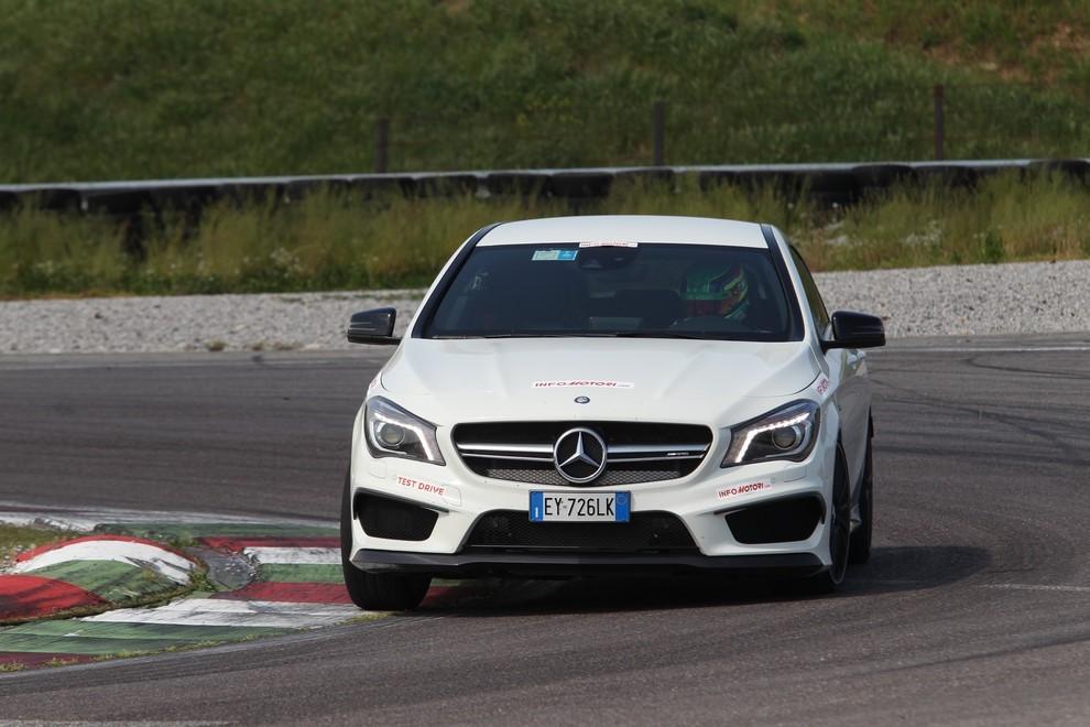 Mercedes CLA Shooting Brake 45 AMG la prova in pista - Foto 10 di 43