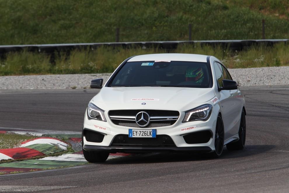 Mercedes CLA Shooting Brake 45 AMG la prova in pista - Foto 11 di 43
