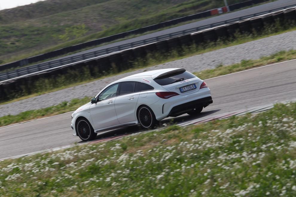 Mercedes CLA Shooting Brake 45 AMG la prova in pista - Foto 12 di 43