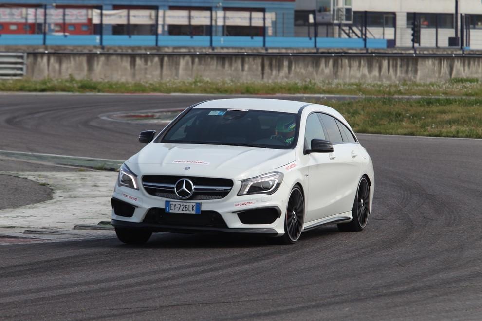 Mercedes CLA Shooting Brake 45 AMG la prova in pista - Foto 1 di 43