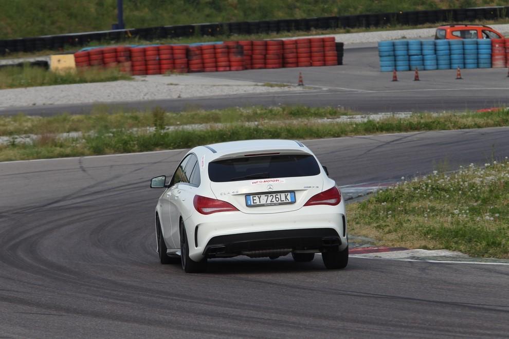 Mercedes CLA Shooting Brake 45 AMG la prova in pista - Foto 2 di 43