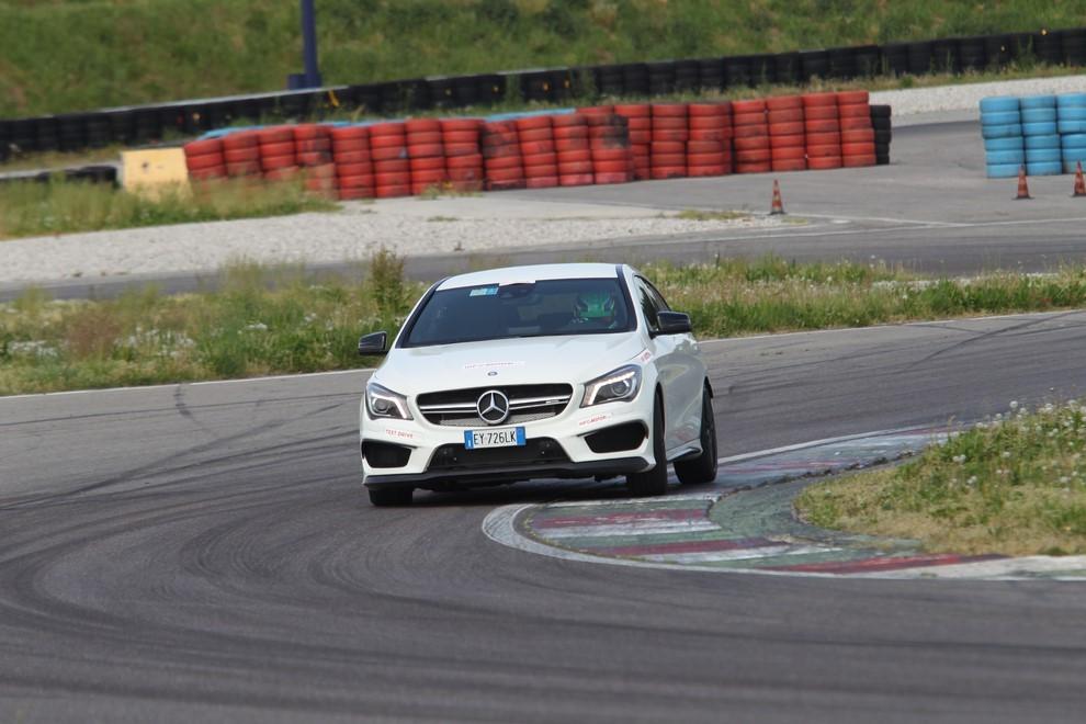 Mercedes CLA Shooting Brake 45 AMG la prova in pista - Foto 3 di 43