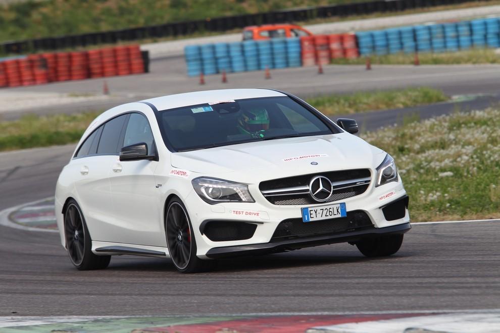 Mercedes CLA Shooting Brake 45 AMG la prova in pista - Foto 4 di 43
