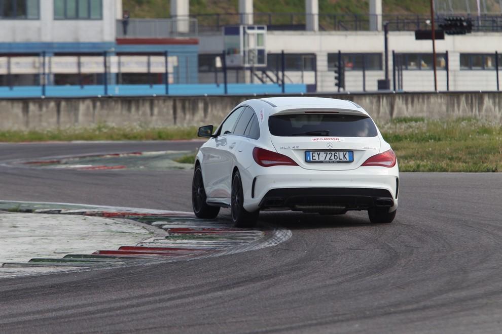 Mercedes CLA Shooting Brake 45 AMG la prova in pista - Foto 5 di 43