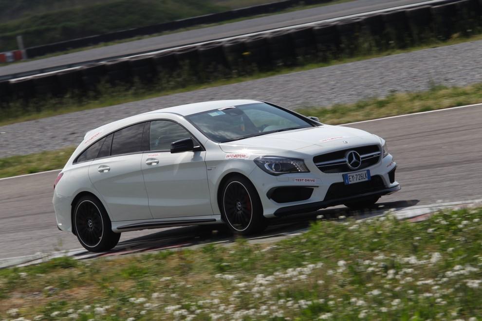 Mercedes CLA Shooting Brake 45 AMG la prova in pista - Foto 6 di 43