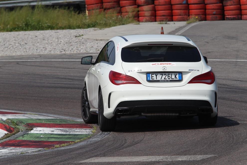 Mercedes CLA Shooting Brake 45 AMG la prova in pista - Foto 7 di 43