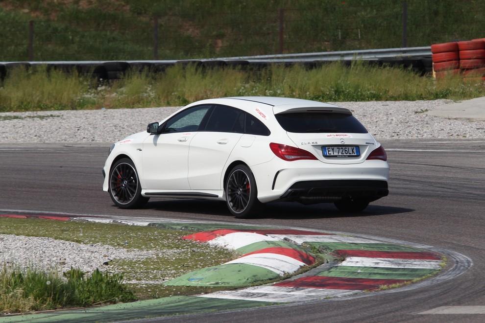 Mercedes CLA Shooting Brake 45 AMG la prova in pista - Foto 8 di 43