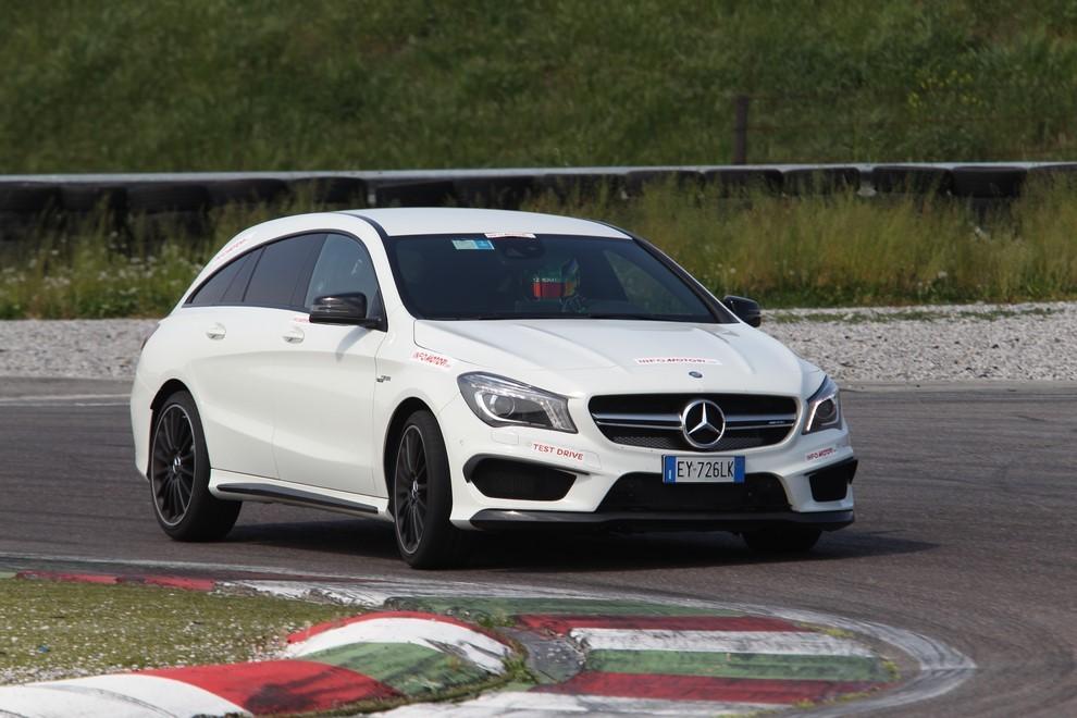 Mercedes CLA Shooting Brake 45 AMG la prova in pista - Foto 9 di 43
