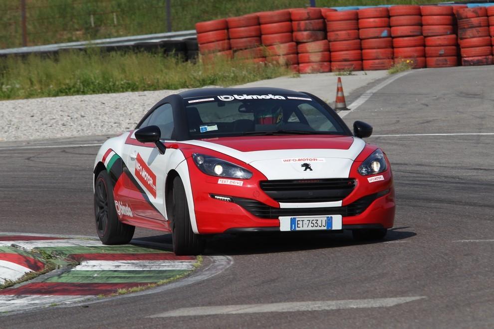 Peugeot RCZ-R Bimota, la one-off scende in pista con Infomotori - Foto 12 di 26