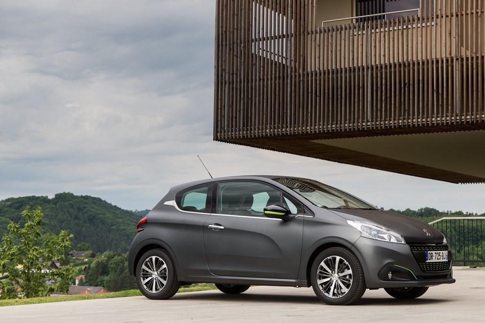 Nuova Peugeot 208 prova su strada, prestazioni e prezzi - Foto 10 di 23