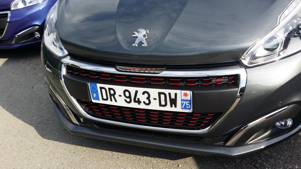 Nuova Peugeot 208 prova su strada, prestazioni e prezzi - Foto 12 di 23