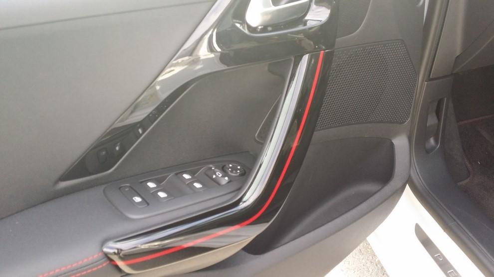 Nuova Peugeot 208 prova su strada, prestazioni e prezzi - Foto 13 di 23