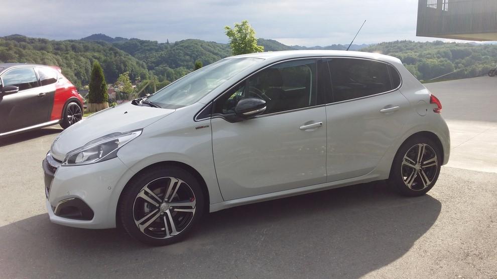 Nuova Peugeot 208 prova su strada, prestazioni e prezzi - Foto 17 di 23