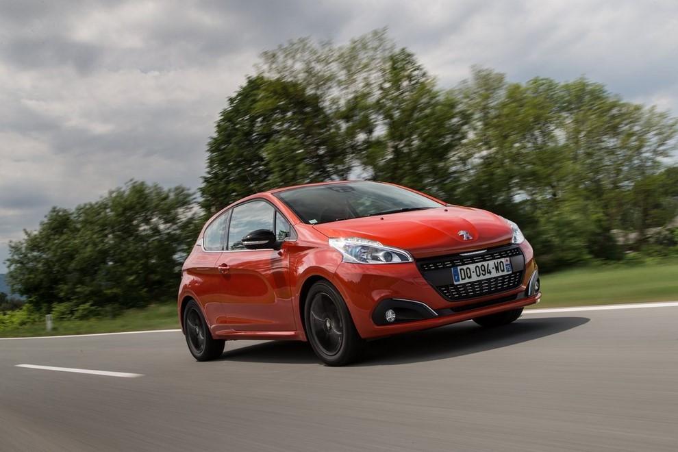 Nuova Peugeot 208 prova su strada, prestazioni e prezzi - Foto 1 di 23